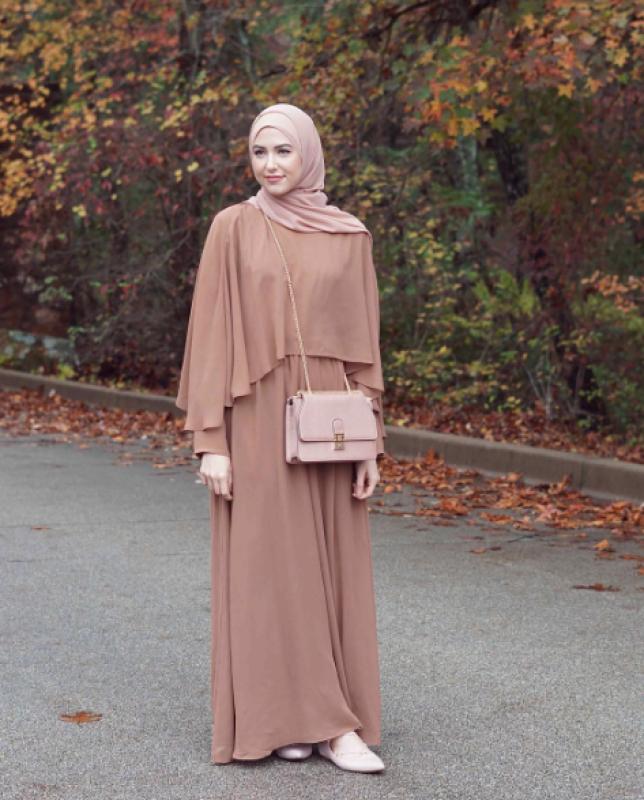 cb06ab8e2 التي عرضت في احدث عروض الازياء في عام 2019 فساتين محجبات 2019, اجمل كولكشن  لفساتين المحجبات لعام 2019 فستان محجبة 2019