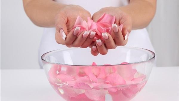 صورة استخدامات ماء الورد , بالصور ماء الورد وفوائده للبشره