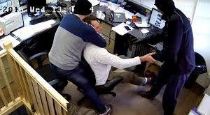 بالصور اقوال عن السرقة , من سرق يقطع يده 11345 12 300x165