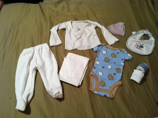 بالصور تحضير شنطة الولادة , اغراض الام والجنين معا 11453 1