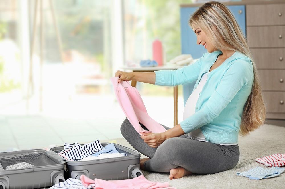 بالصور تحضير شنطة الولادة , اغراض الام والجنين معا 11453 5