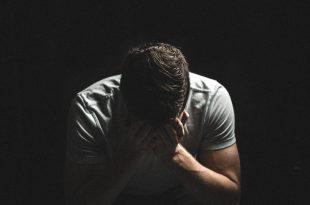 صور صورة انسان حزين , الحزن في عين الانسان