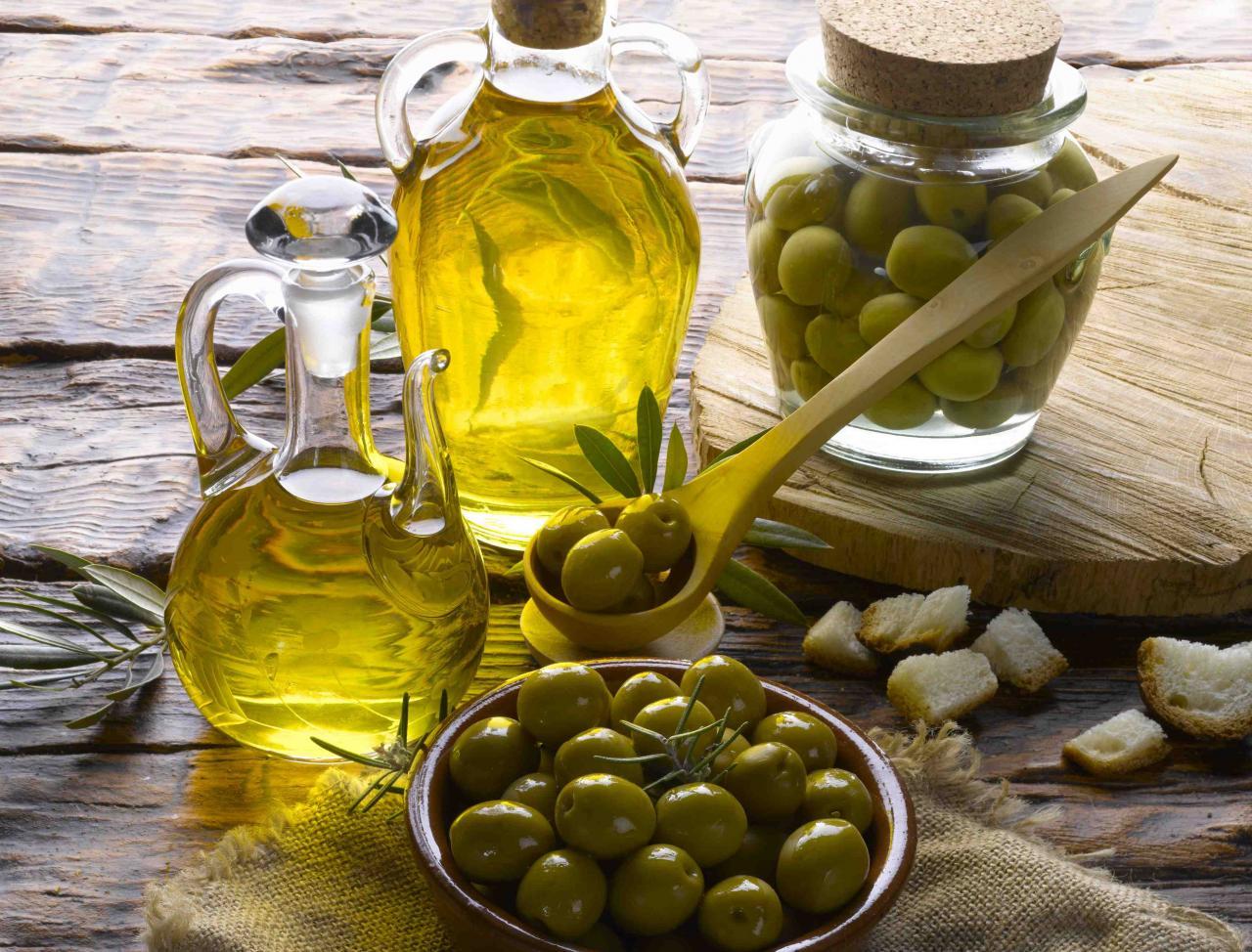 صورة فوائد زيت الزيتون للجلد , وصفات زيت الزيتون لعلاج الالتهابات الجلديه
