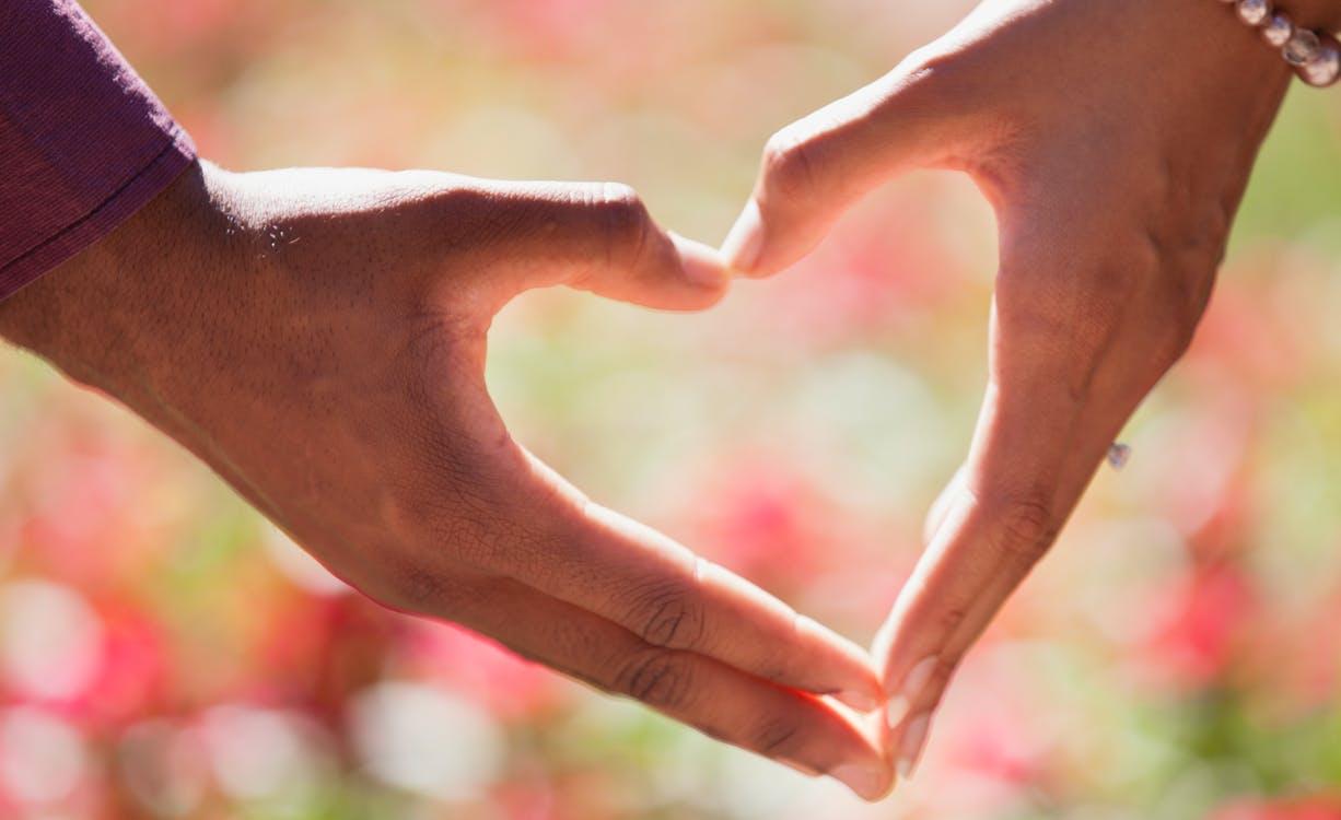 صورة هل تعلم الفرق بين الحب والرومانسية , حب و رومنسية